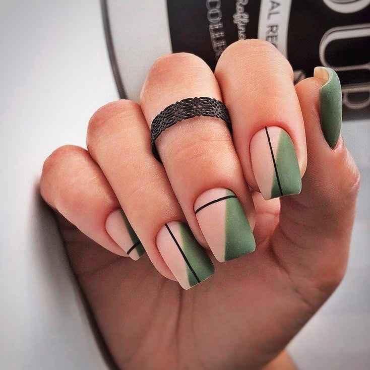 Зеленый френч на ногтях фото_32