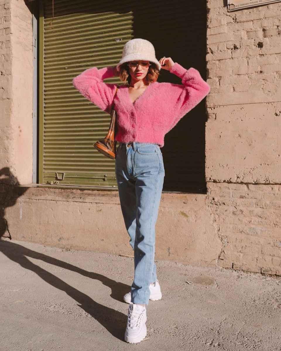С чем носить розовый кардиган фото_17