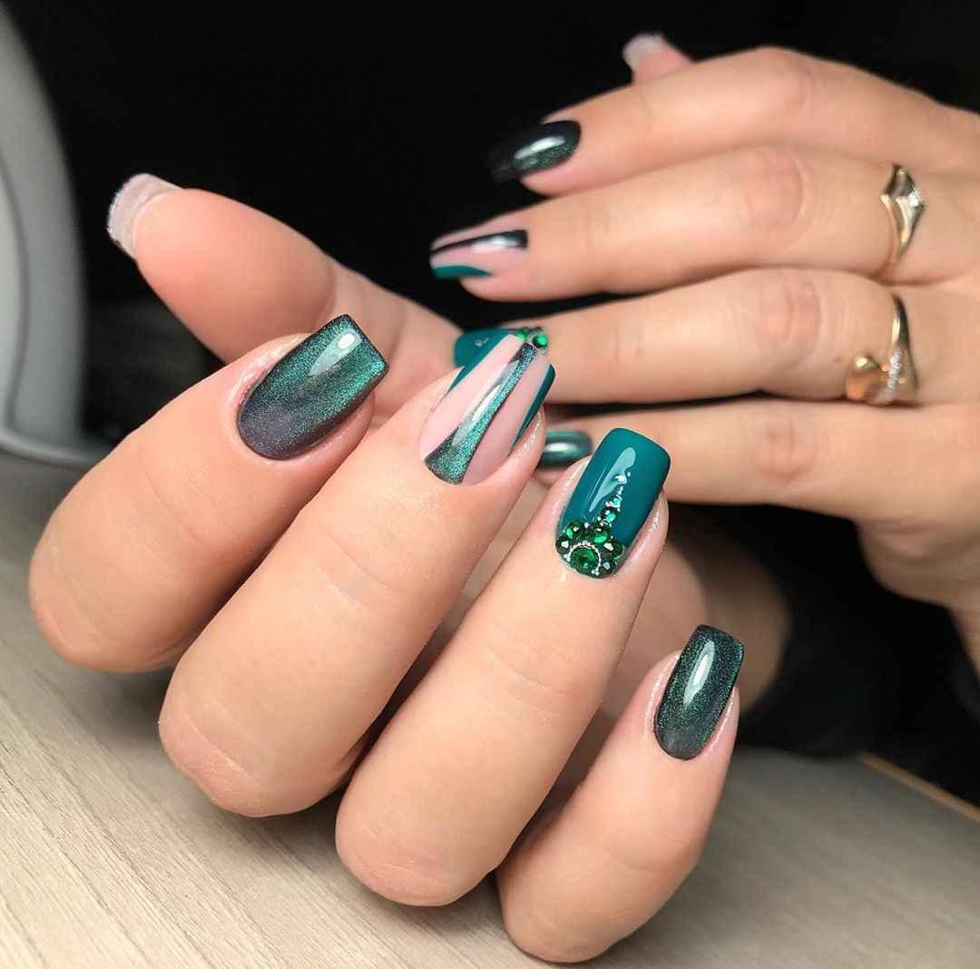 Зеленый френч на ногтях фото_46