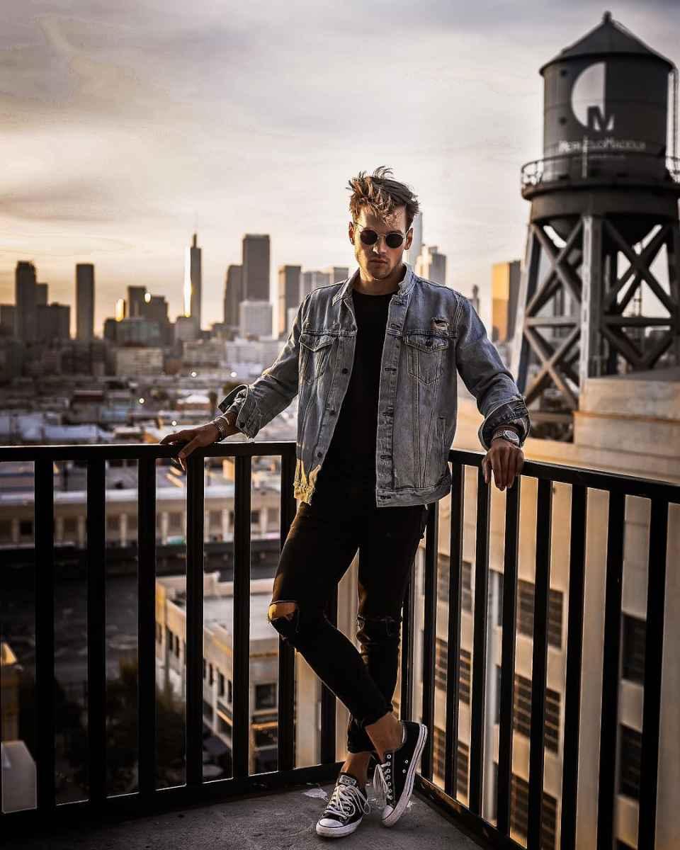С чем носить джинсовую куртку мужчинам фото_24