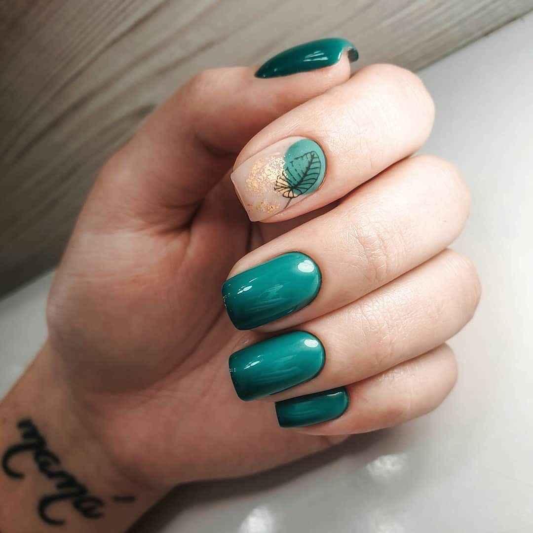 Зеленый френч на ногтях фото_16