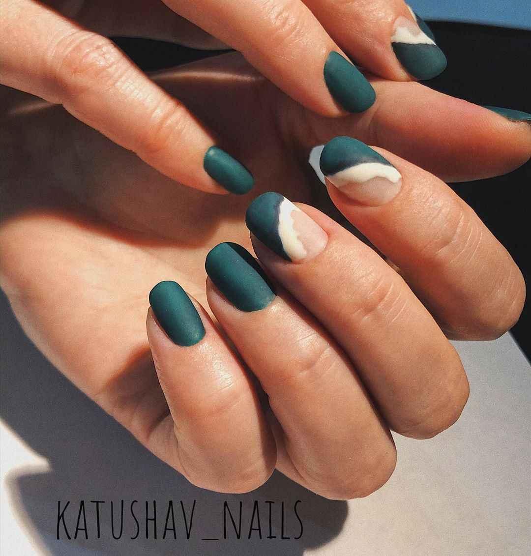 Зеленый френч на ногтях фото_2