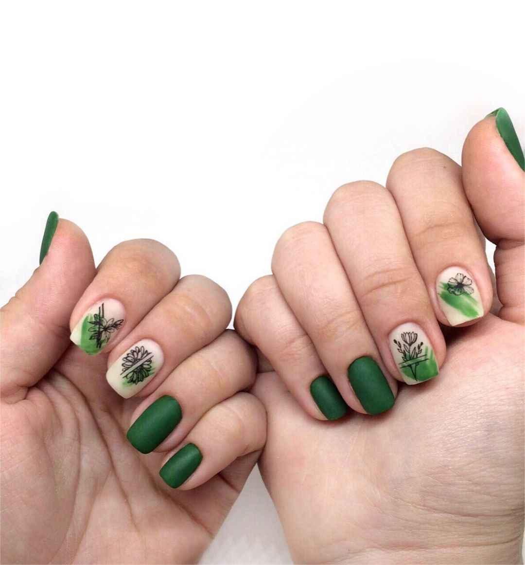 Зеленый френч на ногтях фото_10
