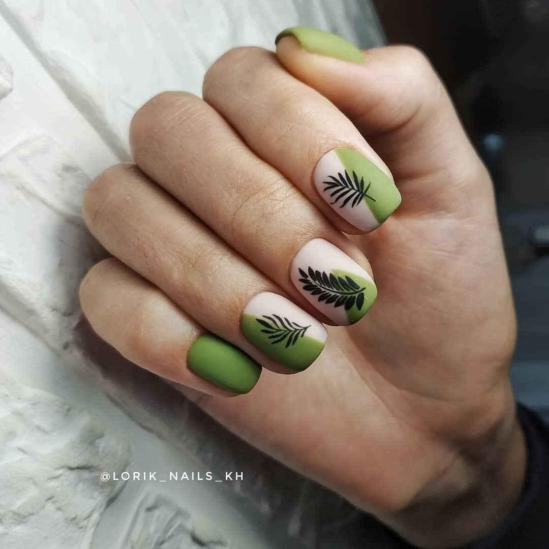 Зеленый френч на ногтях фото_47