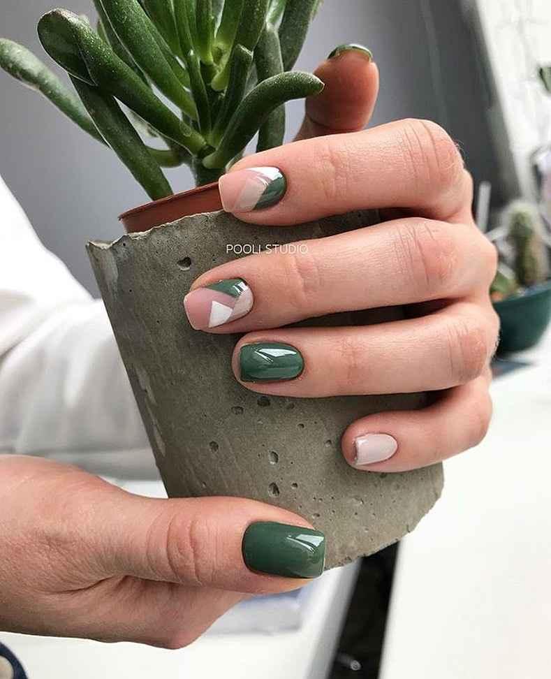 Зеленый френч на ногтях фото_38