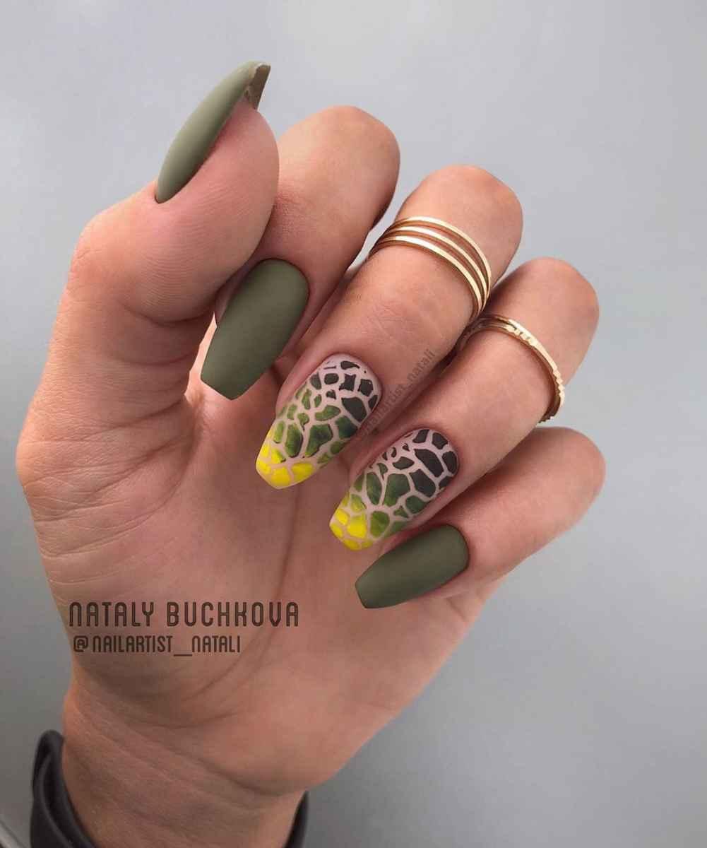 Необычный френч на ногтях фото_27