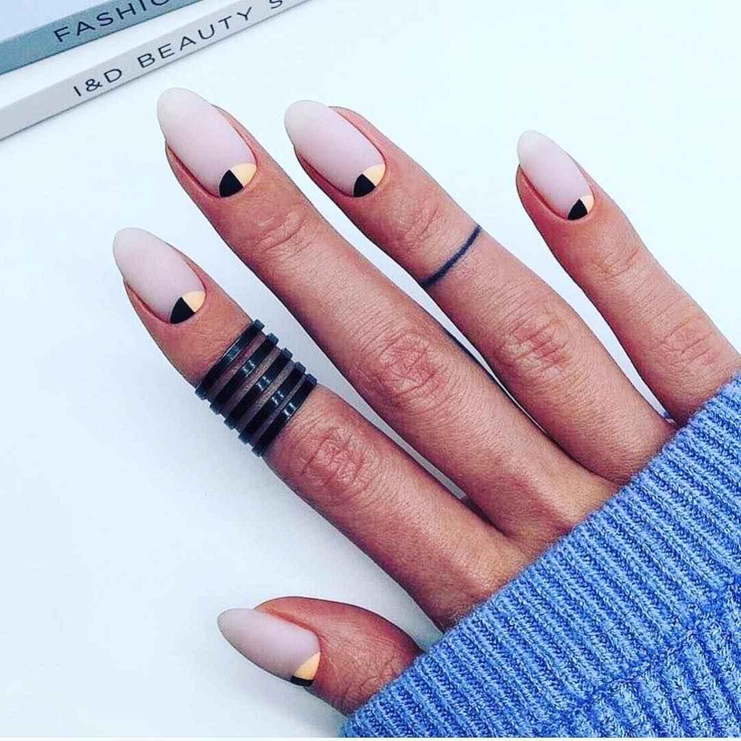 Необычный френч на ногтях фото_71