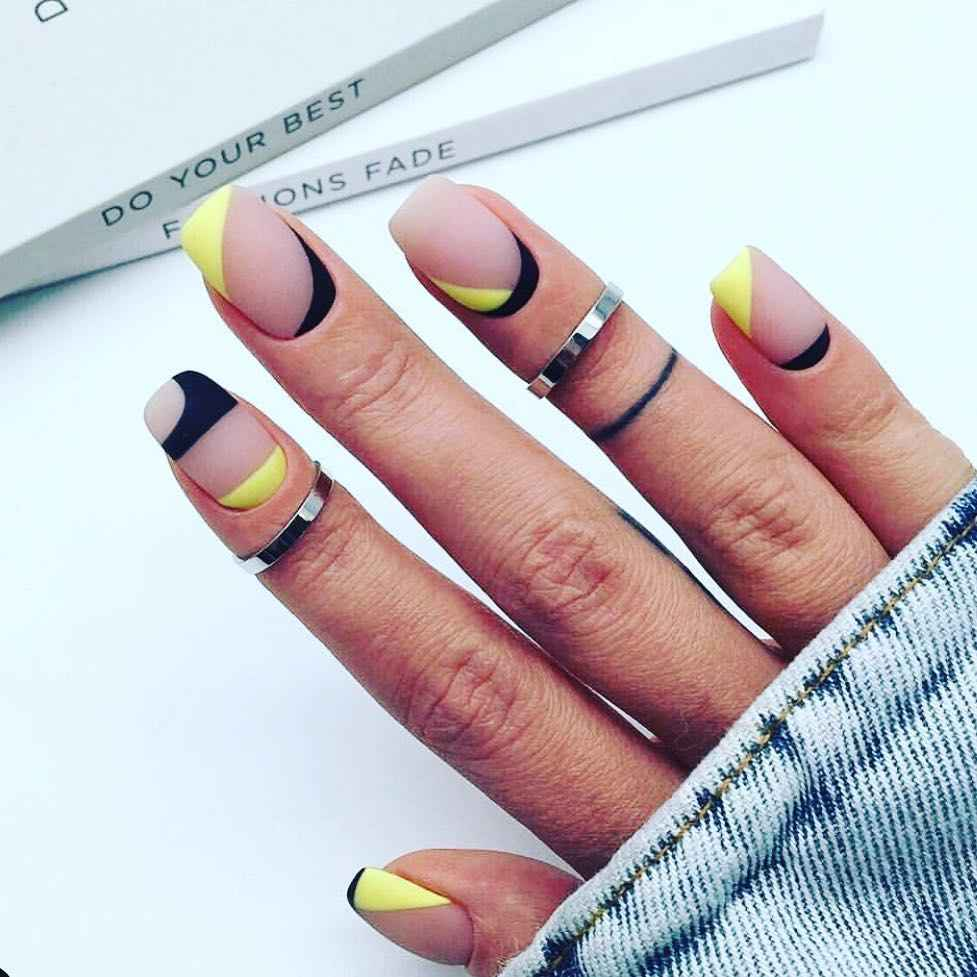 Необычный френч на ногтях фото_70