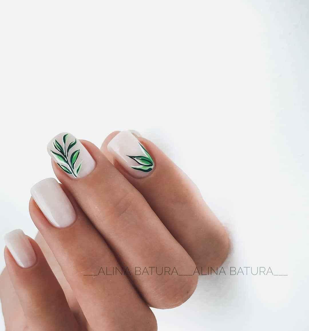 Зеленый френч на ногтях фото_24