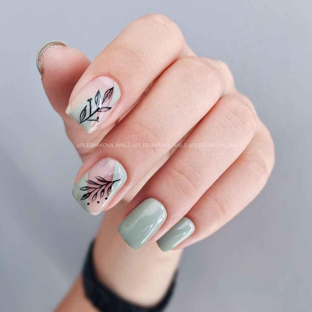 Зеленый френч на ногтях фото_50