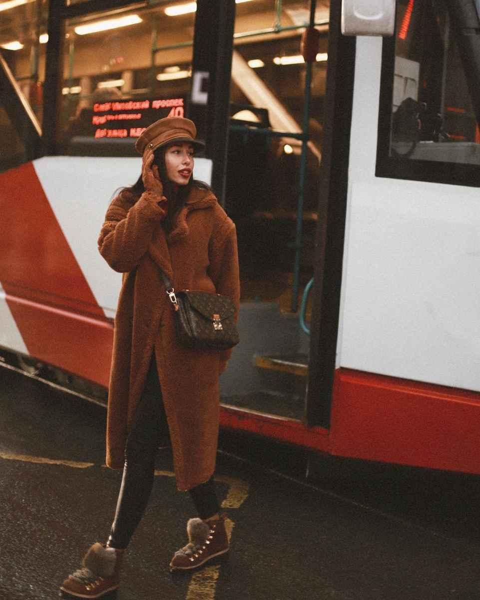 Что носить на голове с пальто фото идеи_25