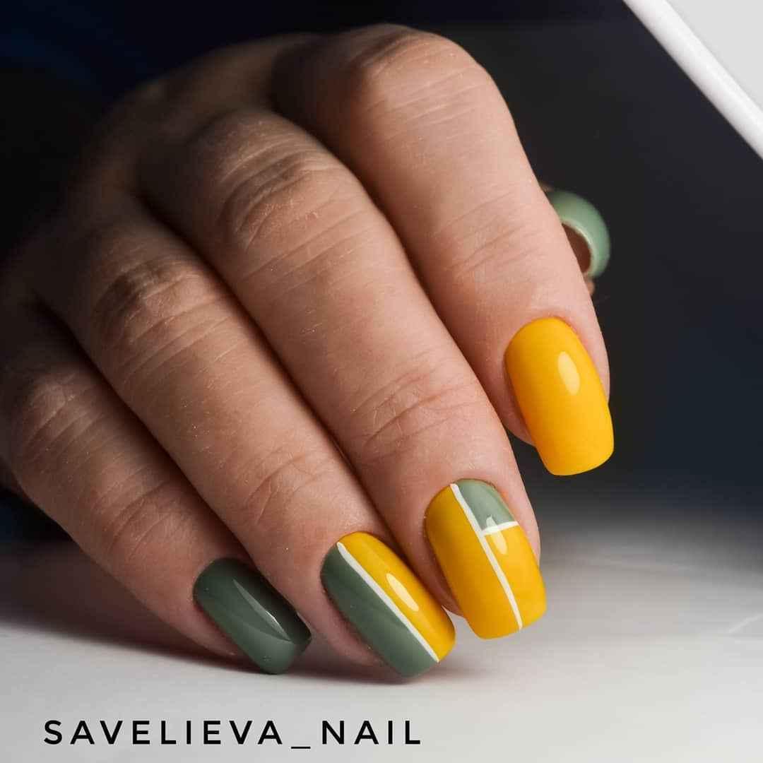 Зеленый френч на ногтях фото_19