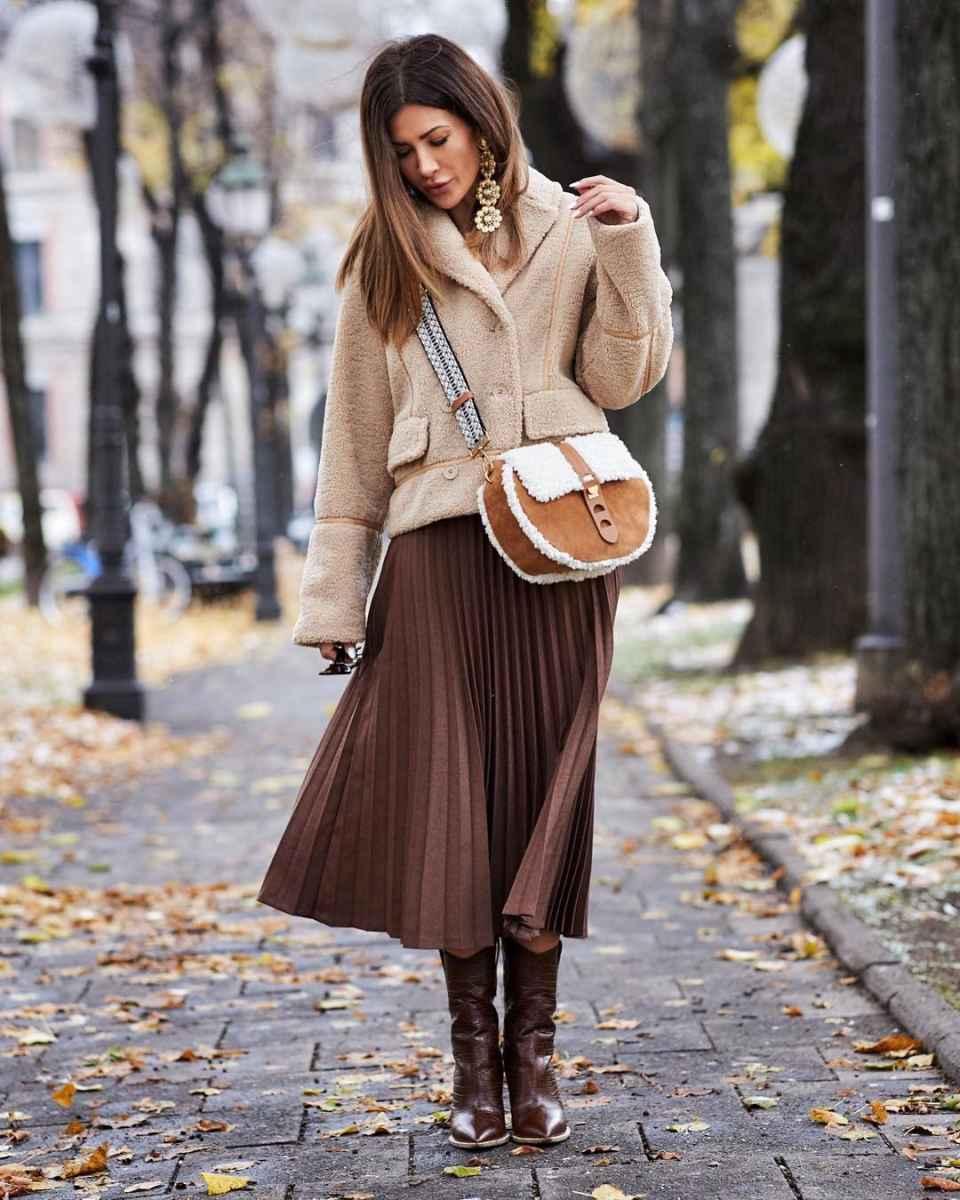 С чем носить коричневую сумку фото_15