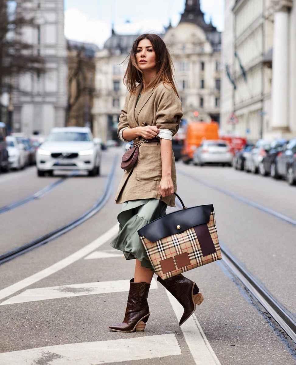 С чем носить коричневую сумку фото_9