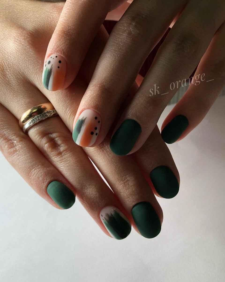 Зеленый френч на ногтях фото_7