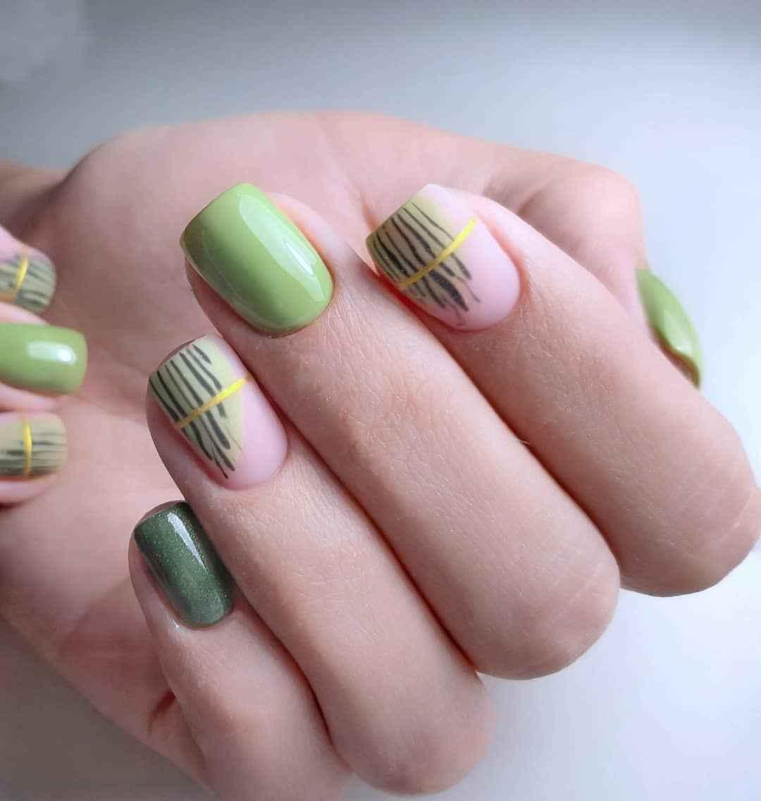 Зеленый френч на ногтях фото_12