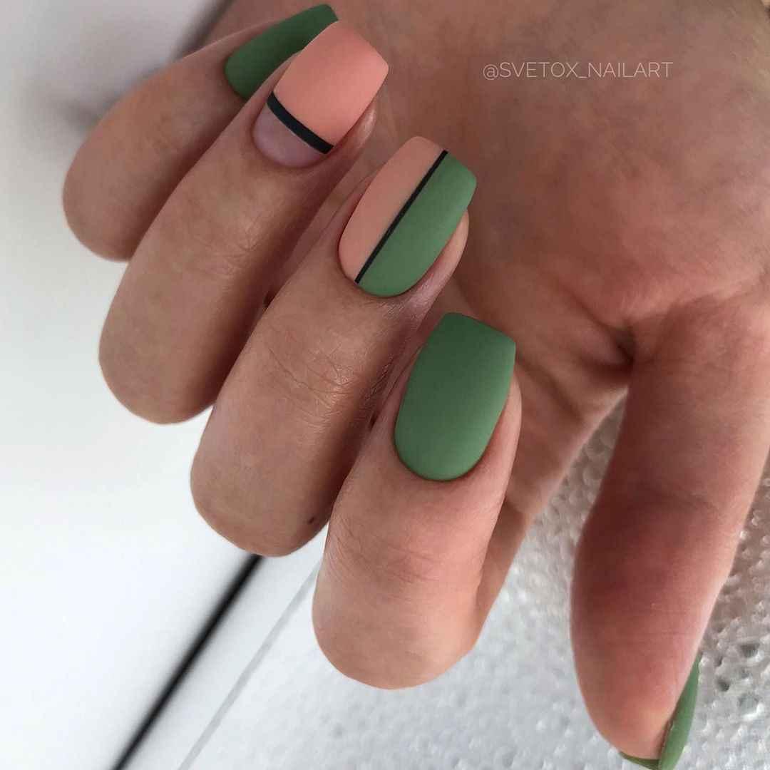 Зеленый френч на ногтях фото_42