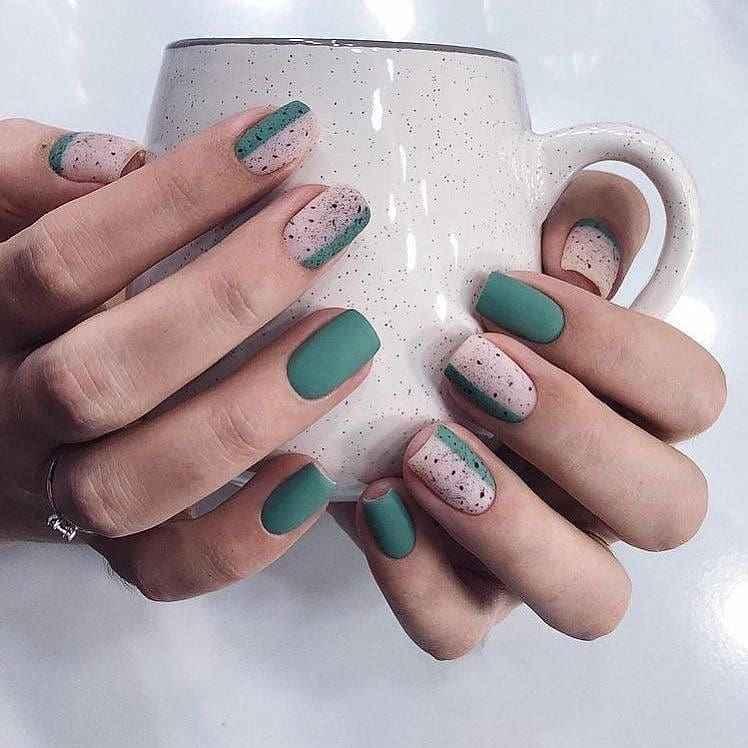 Зеленый френч на ногтях фото_33