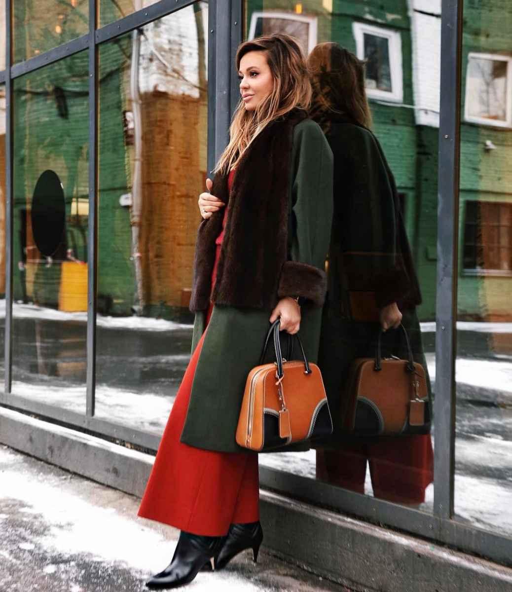 С чем носить коричневую сумку фото_38