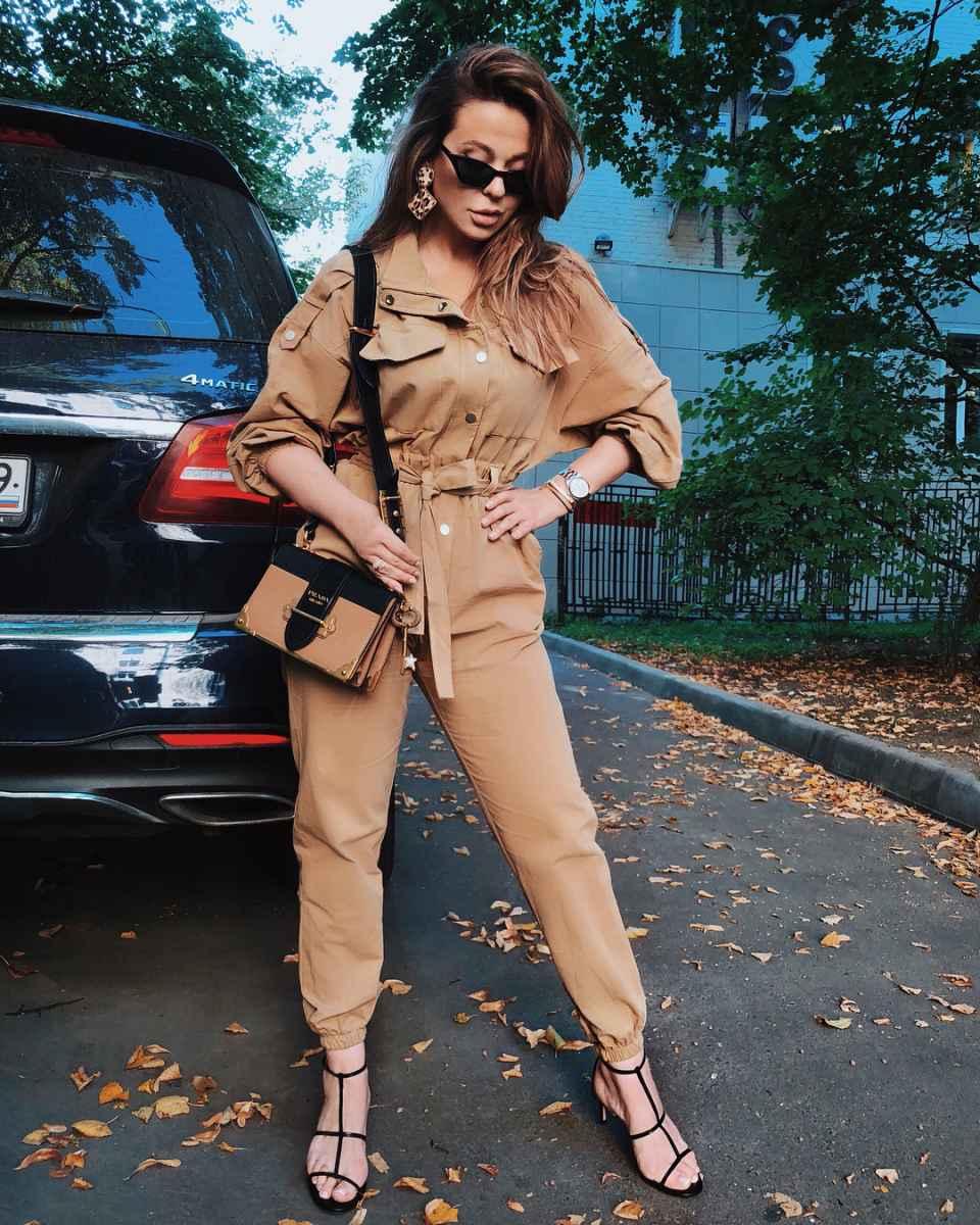 С чем носить коричневую сумку фото_30