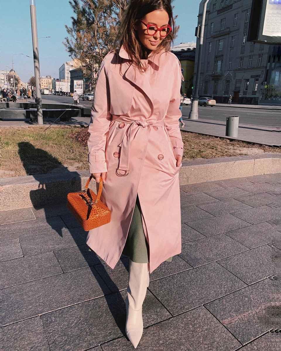 С чем носить коричневую сумку фото_26