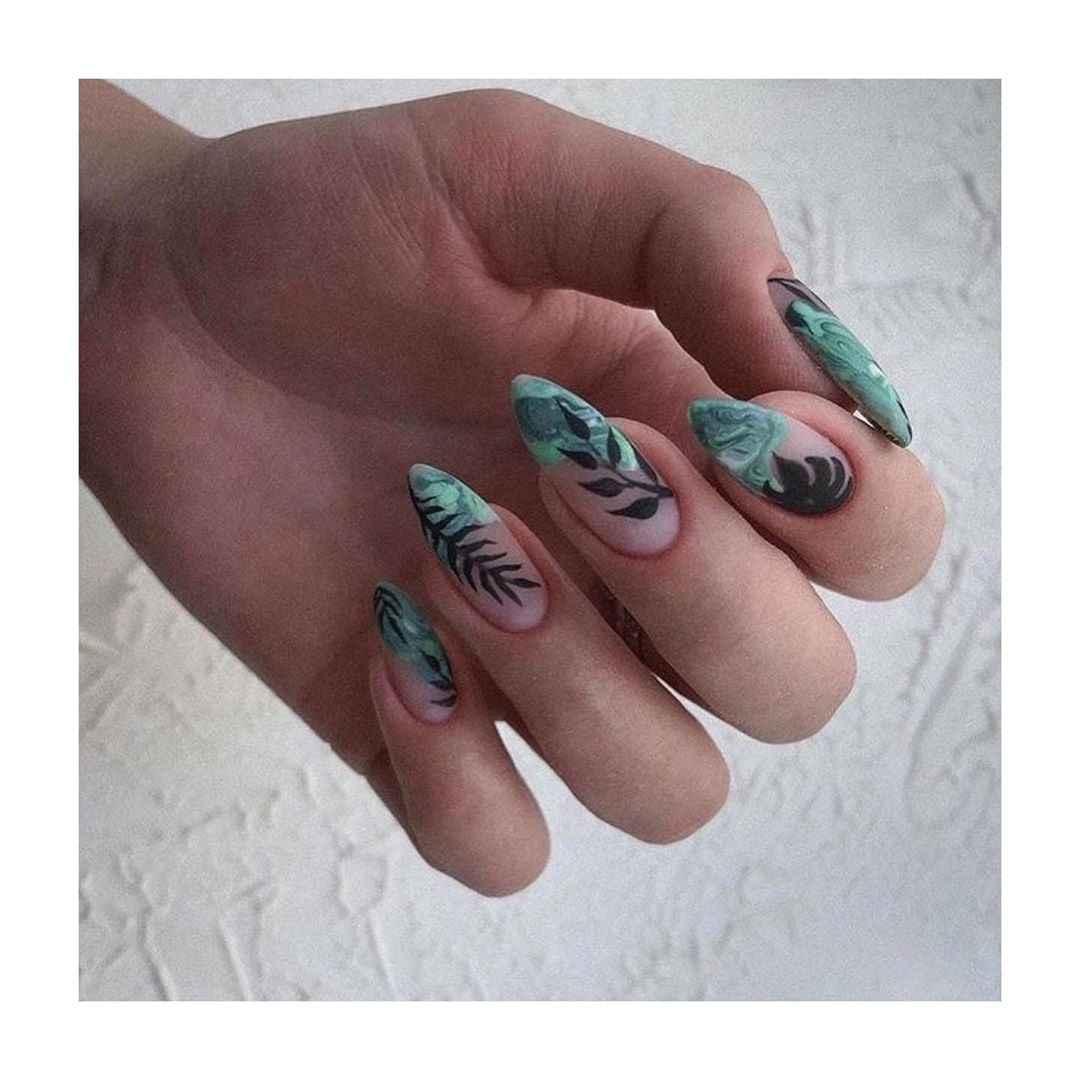 Зеленый френч на ногтях фото_44