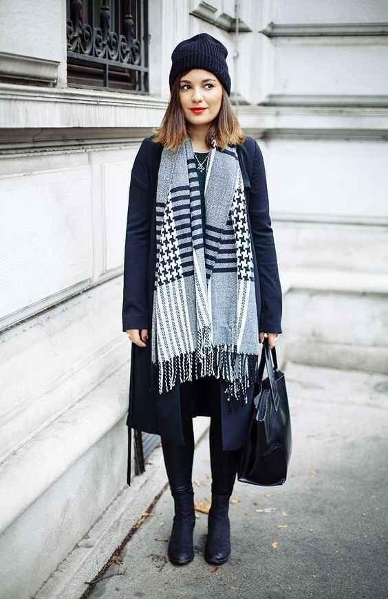 С какой шапкой носить темно-синее пальто фото_2