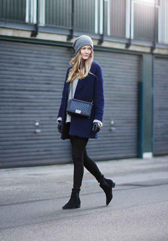 С какой шапкой носить темно-синее пальто фото_4