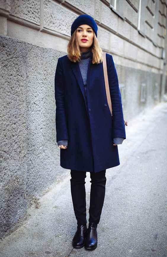 С какой шапкой носить темно-синее пальто фото_1