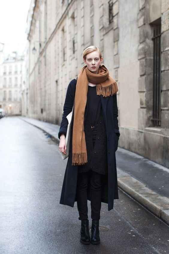 С каким шарфом носить темно-синее пальто фото_3