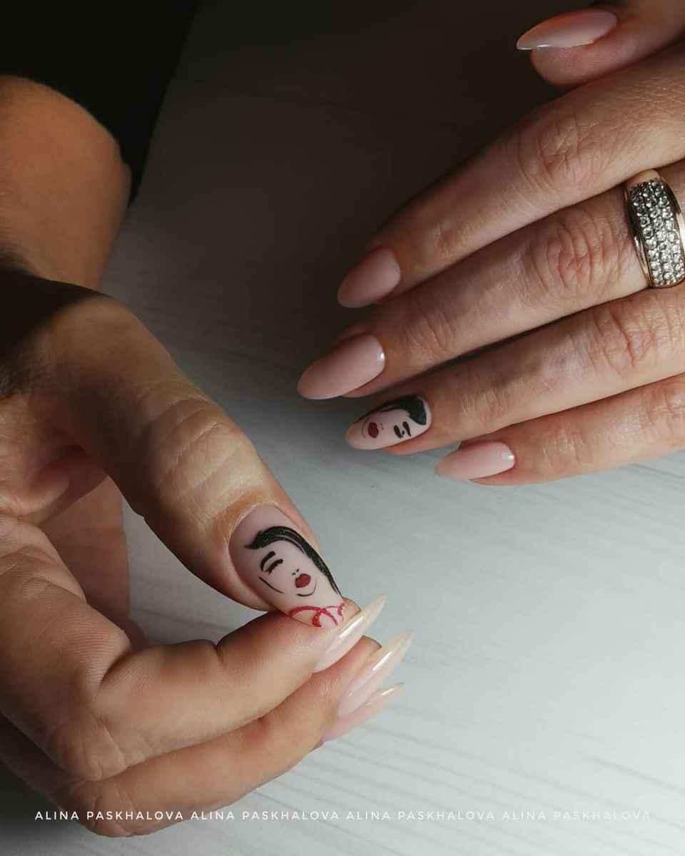 Маникюр с лицами на ногтях фото_37