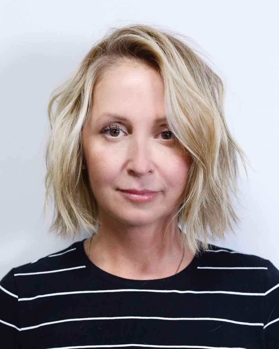 стрижки, которые подходят тонким волосам возрастных женщин фото_4