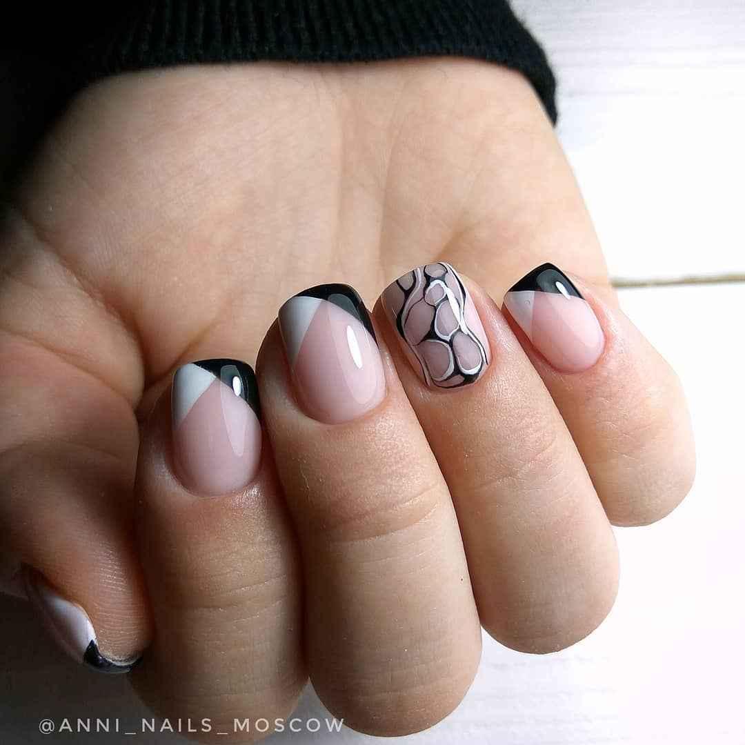 Треугольный френч на коротких ногтях фото_4