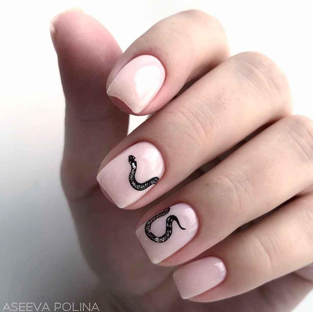 Маникюр на короткие ногти со змеей фото_5