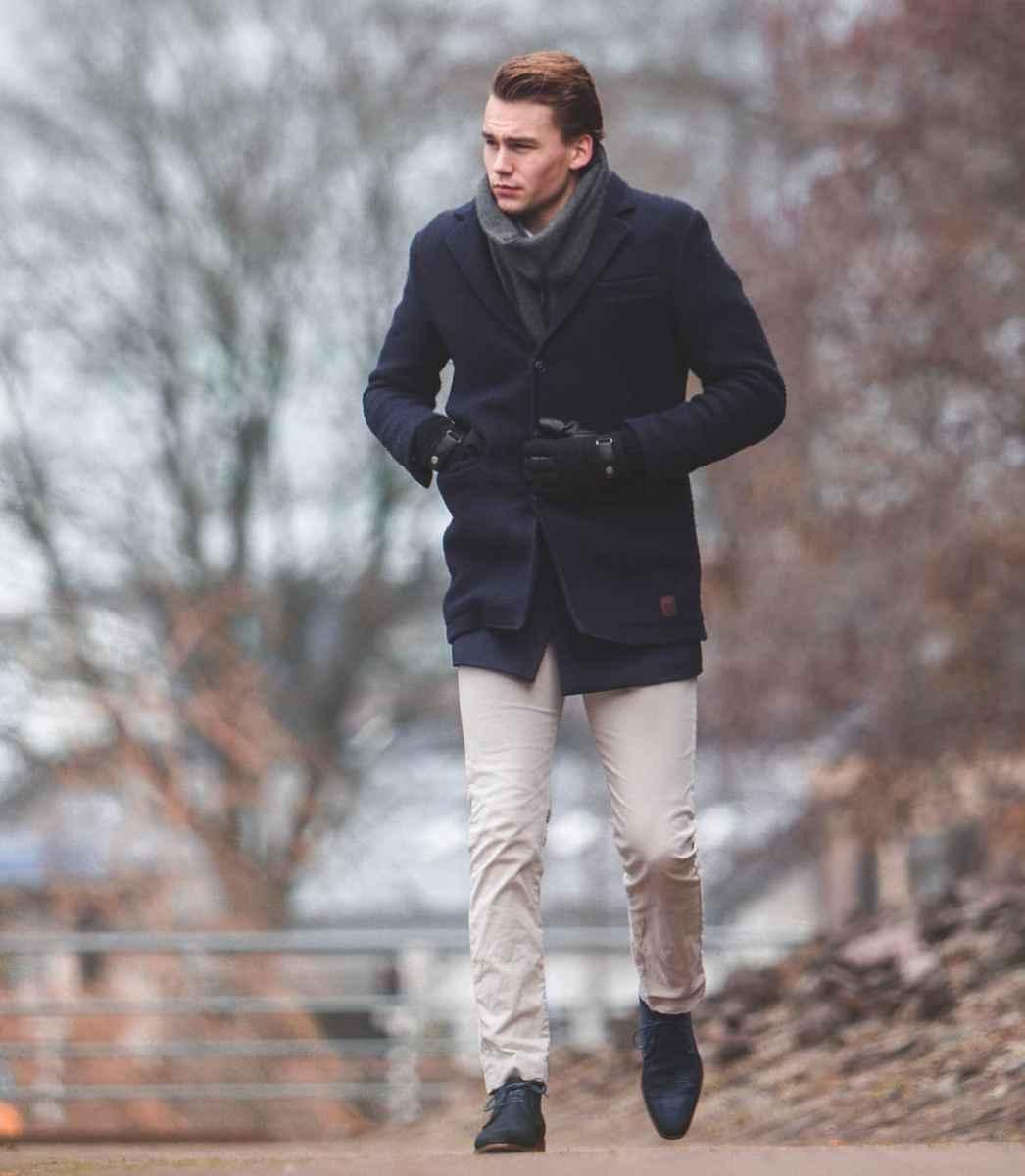 С чем носить темно-синее мужское пальто фото_8