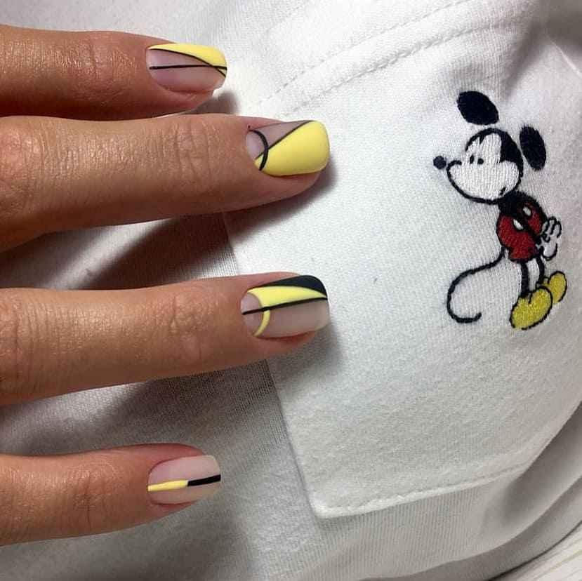 Черный матовый френч на коротких ногтях фото_6
