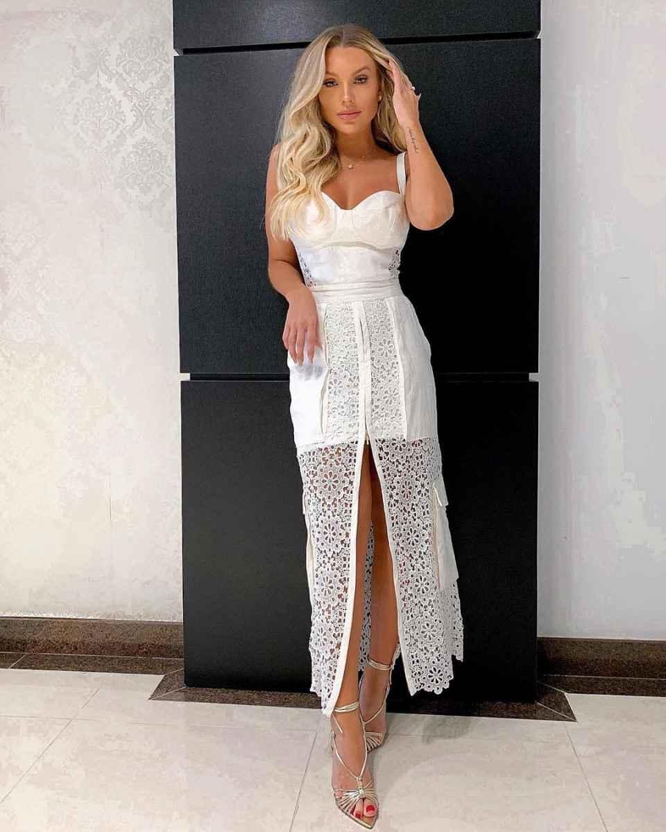 Красивые белые новогодние платья 2020 фото_20