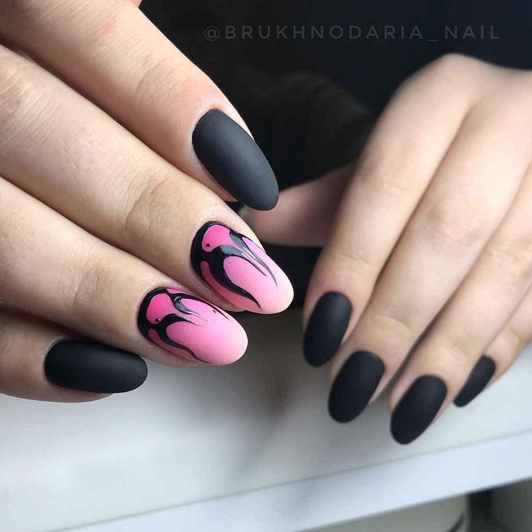 Черный матовый френч на миндалевидных ногтях фото_17