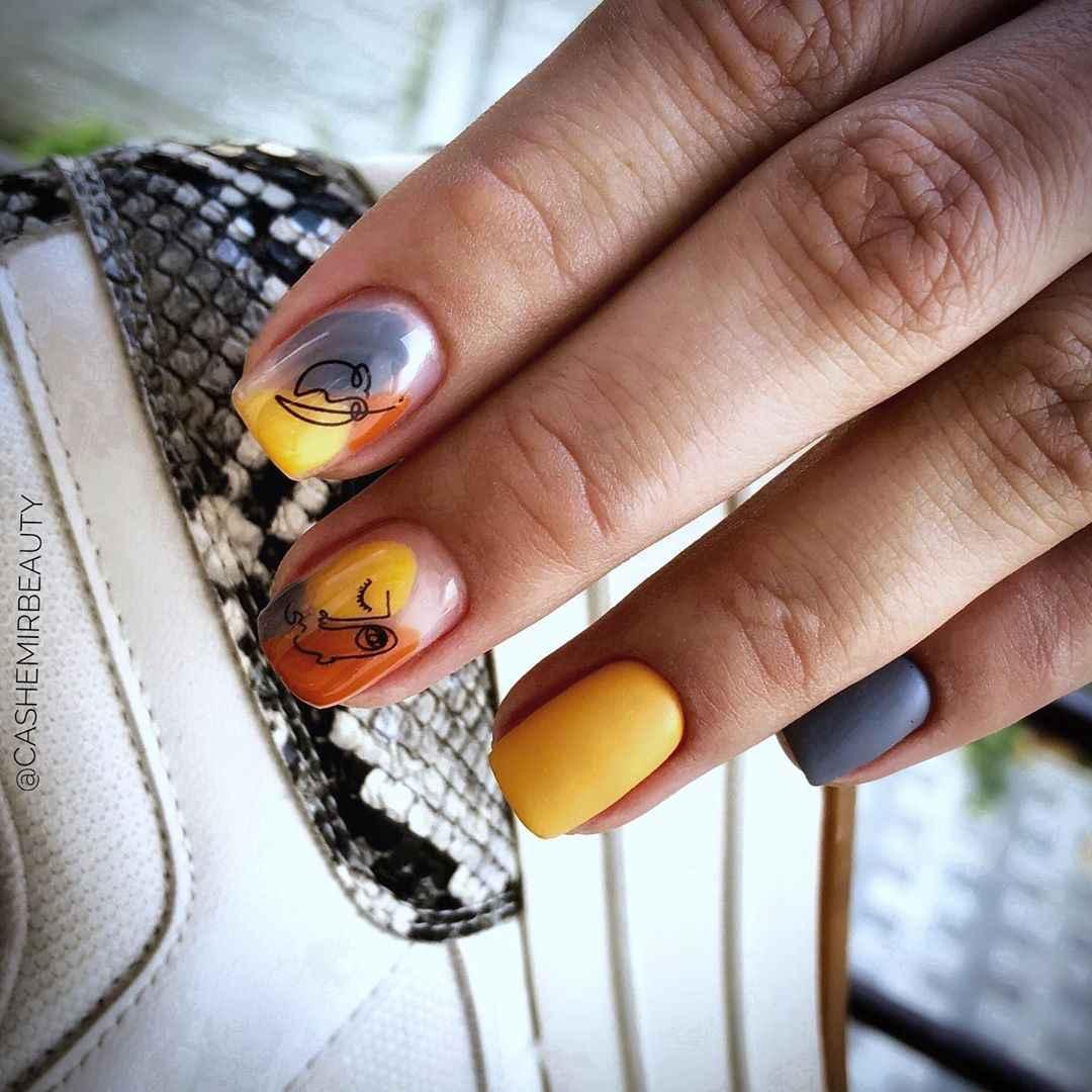 Маникюр с лицами на ногтях фото_6
