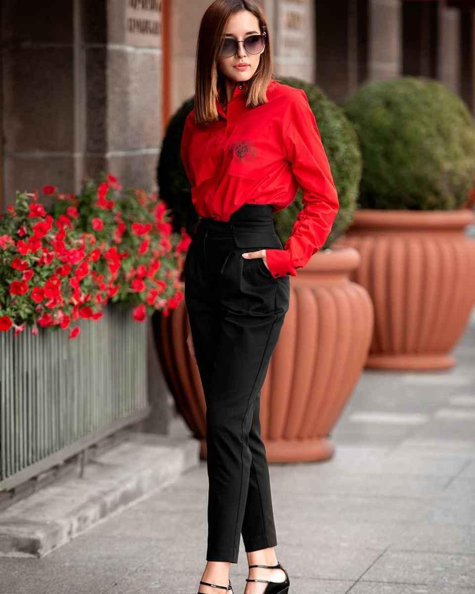 С чем носить красную рубашку фото_8