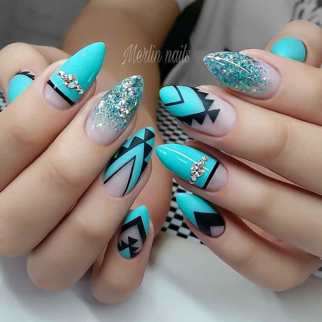 Треугольный френч на миндалевидных ногтях фото_11