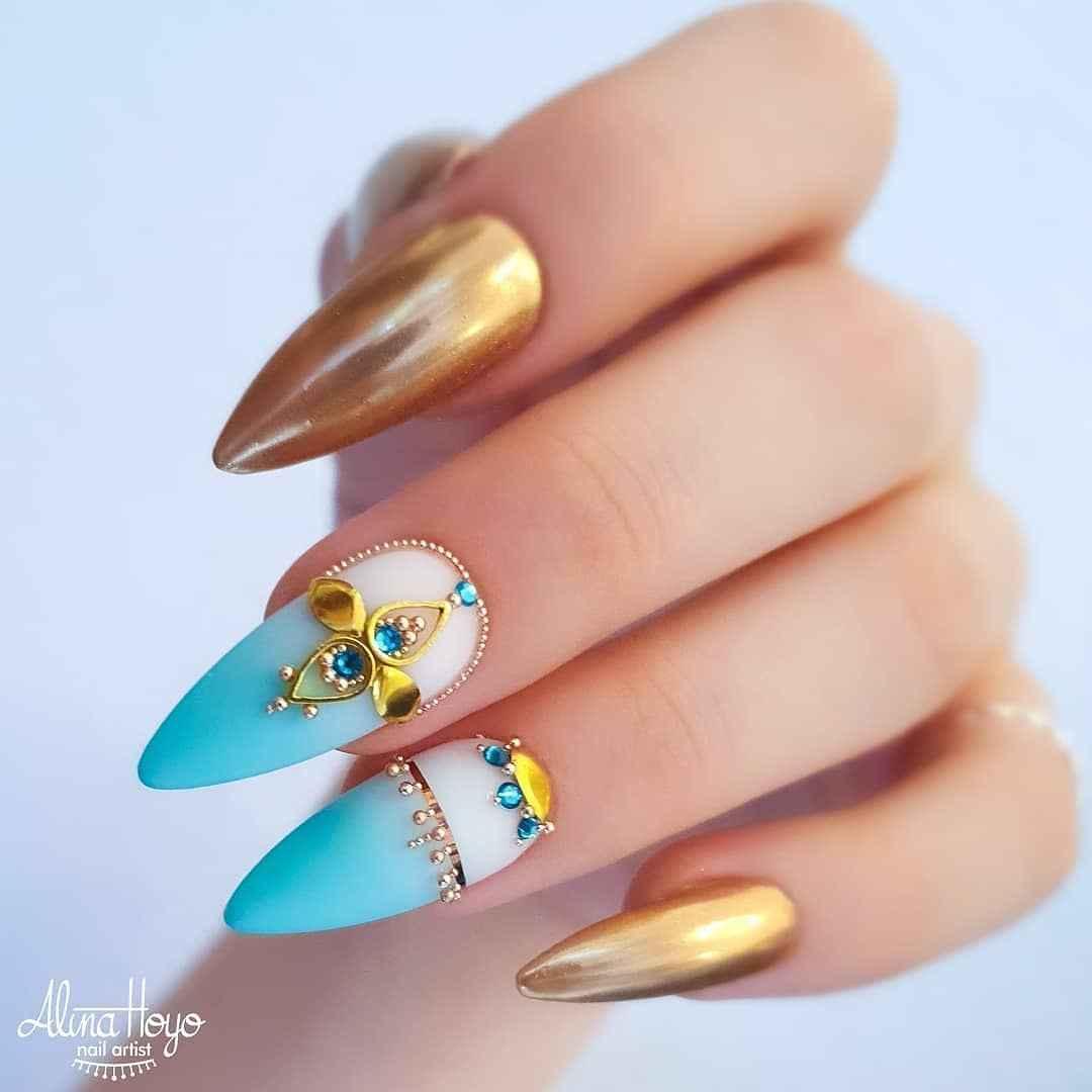 Треугольный френч на миндалевидных ногтях фото_14