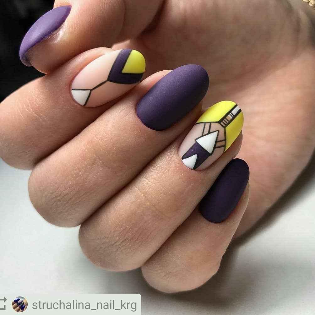 Треугольный френч на коротких ногтях фото_7