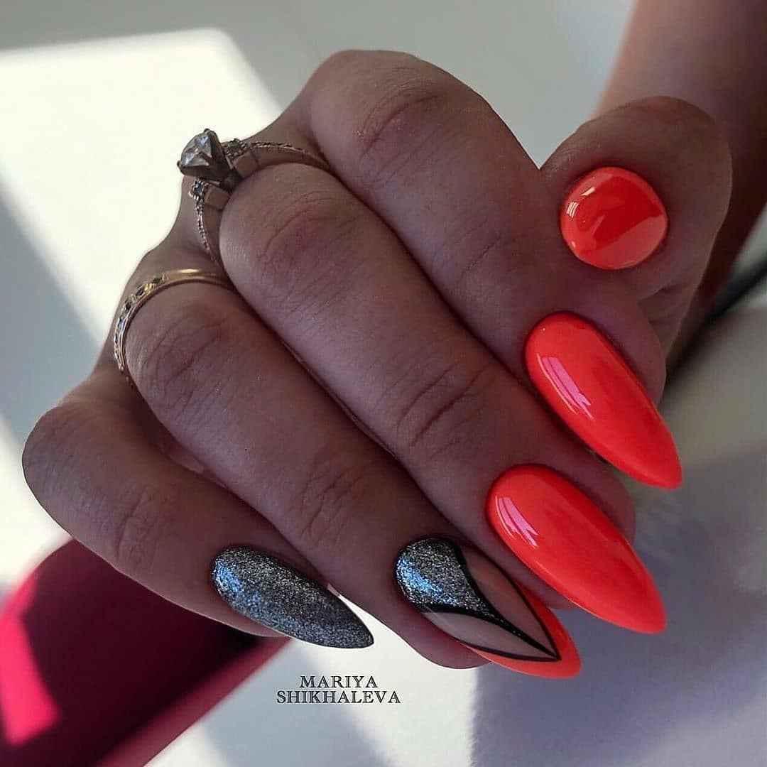 Треугольный френч на миндалевидных ногтях фото_15