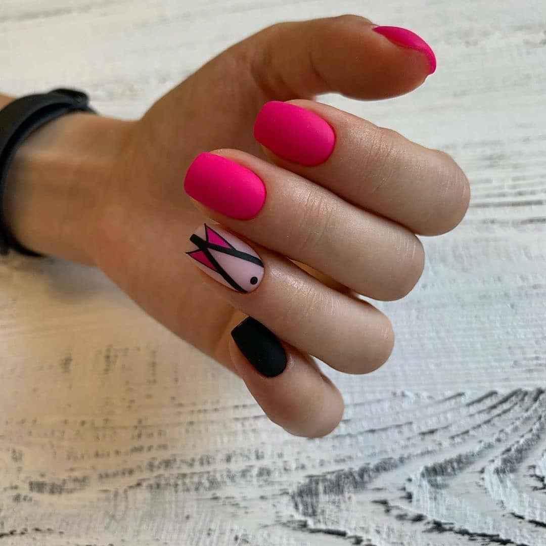 Треугольный френч на коротких ногтях фото_8