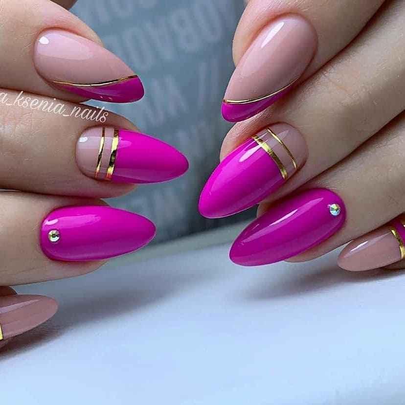 Треугольный френч на миндалевидных ногтях фото_16