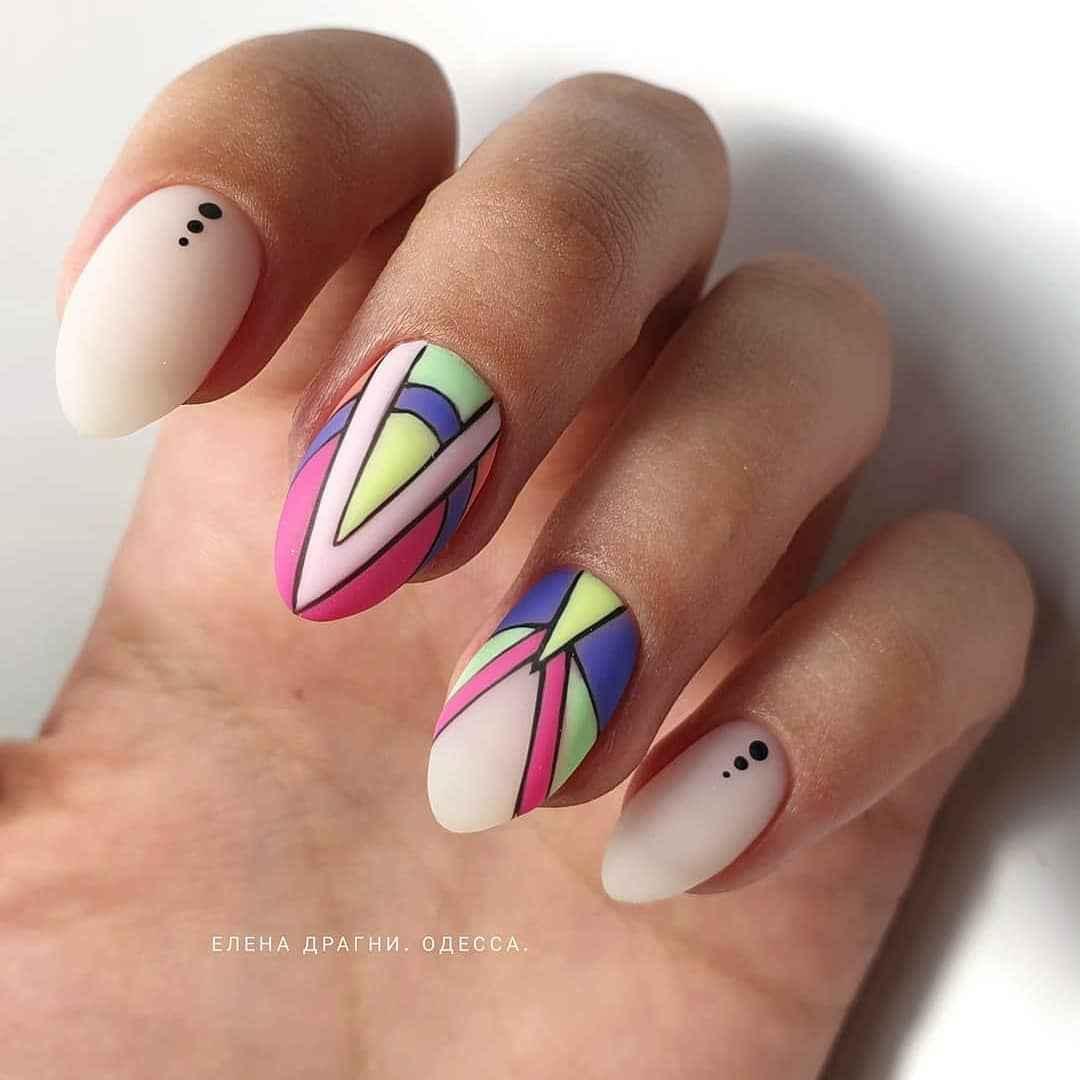 Треугольный френч на миндалевидных ногтях фото_17