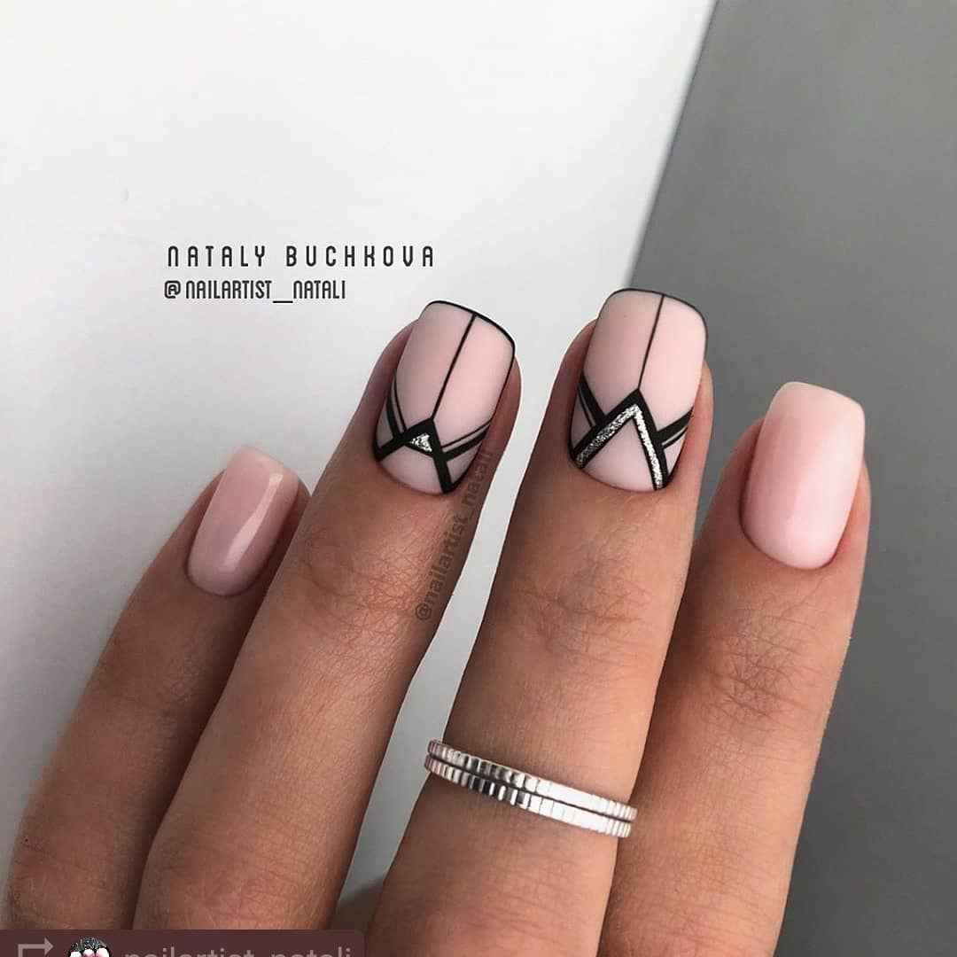 Треугольный френч на коротких ногтях фото_9