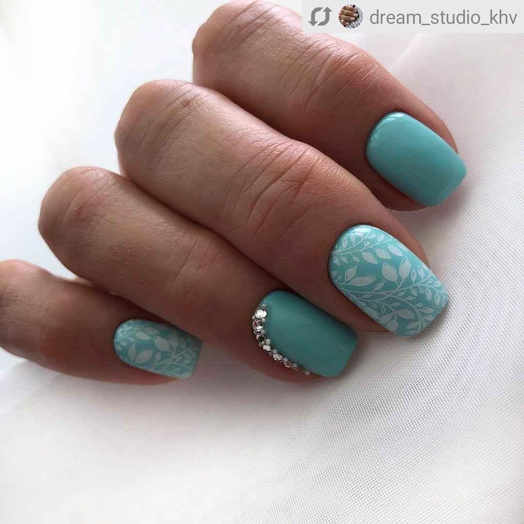 Зимний маникюр на короткие ногти фото_2