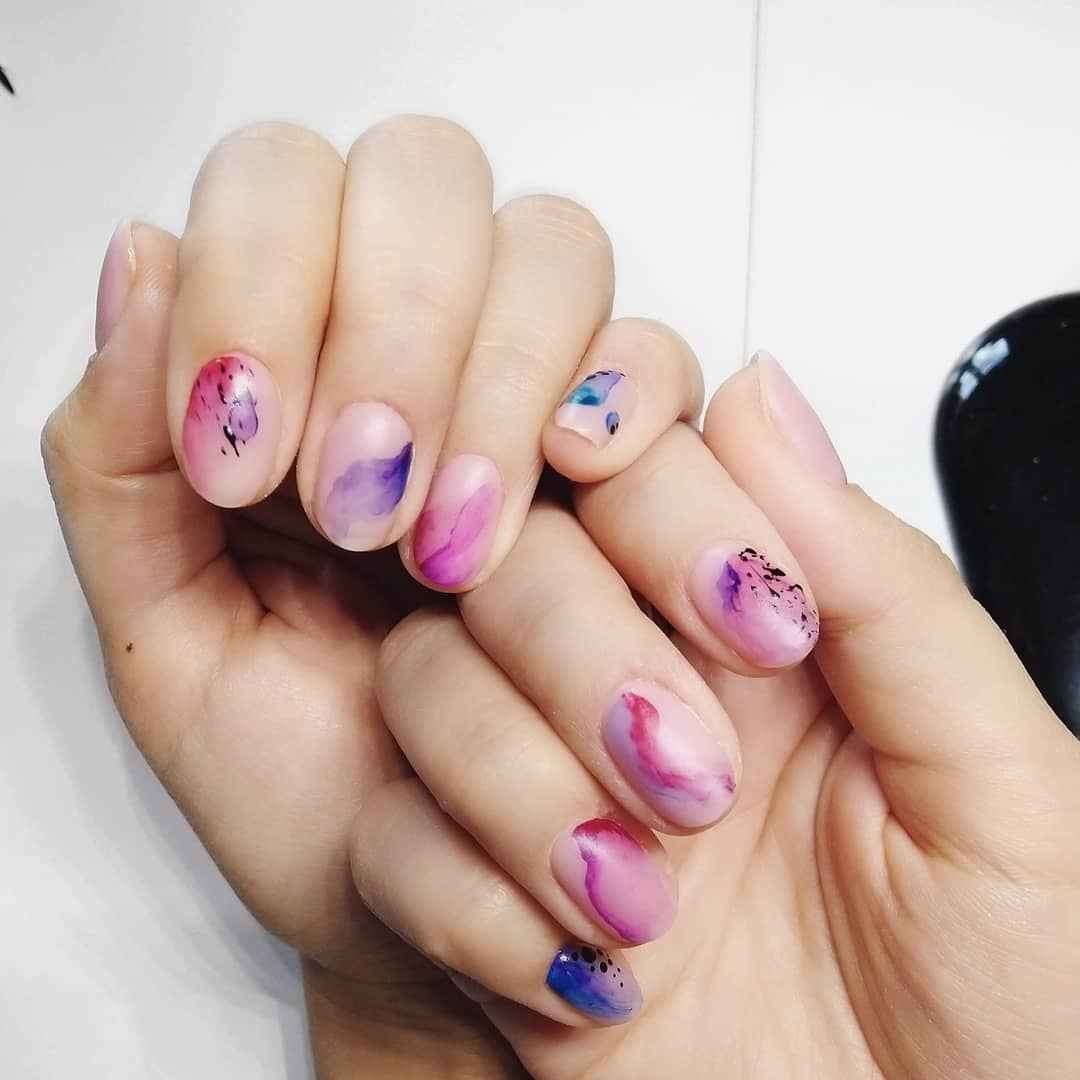 Акварельные капли на ногтях фото_54
